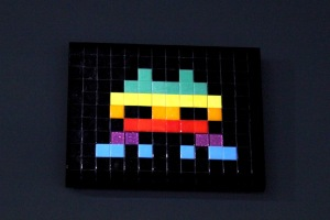 2013-03-06 (52) Alias NY_117, Mosaïque sur plexiglas, 2011, invader, Collection N Guéron
