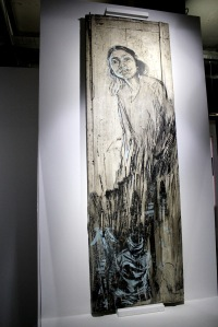 2013-03-06 (82) Helena, Gravure originale sur bois imprimée sur papier calque et contrecollée sur bois de récupération, variante unique non numérotée, 2006, Swoon, Collection LJ