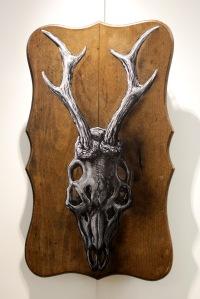 Art urbain - Roa, (Belgique), Stockholm Deer, 2013, Encre de chine, charbon, émail, acrylique et bombe aérosol sur plaque de bois (1)